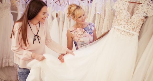 Vyberte si svatební šaty na základě svého znamení zvěrokruhu 7856b2b425