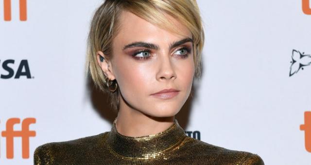 Cara Delevingne a další celebrity shazují dlouhé hřívy a nosí trendy krátké  účesy. Nechte se jimi inspirovat! 4b01b8b739c